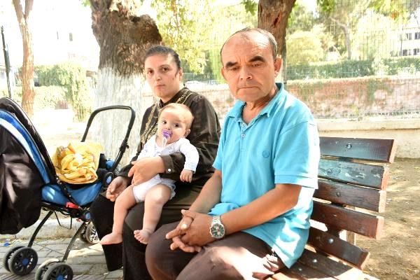 Ailesiyle parkta yaşayan bebeğin tedavisi için gerekli ayakkabısı çalındı
