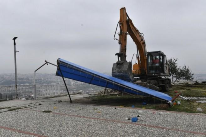Bursa Uludağ Yolu'nda kaçak kafeterya yıkıldı