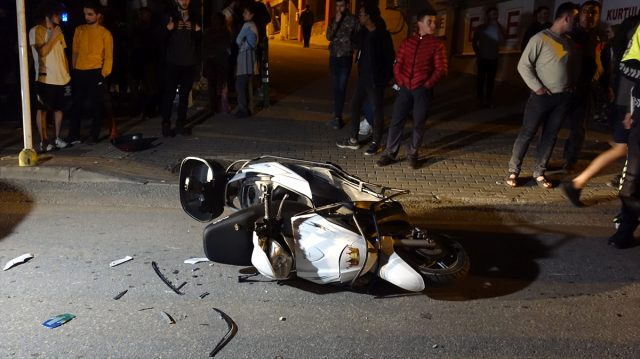 Bursa'da otomobille çarpışan motosikletin sürücüsü ağır yaralandı