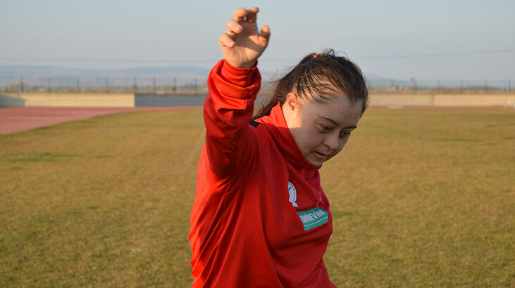 Down sendromlu milli atlet Münevvere'nin motivasyon kaynağı annesi