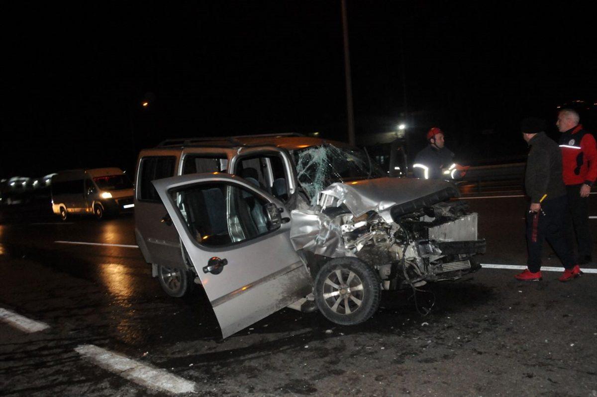 Kocaeli'deki trafik kazası araç kamerasına yansıdı
